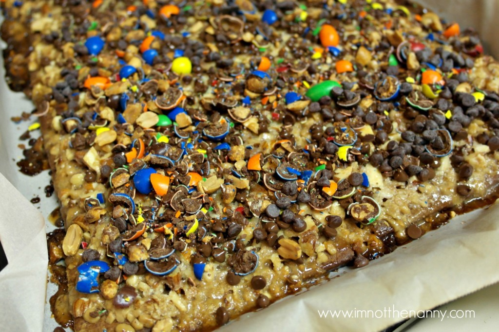 Salted M&Ms Toffee Bars out of oven #shop #BakingIdeas #cbias