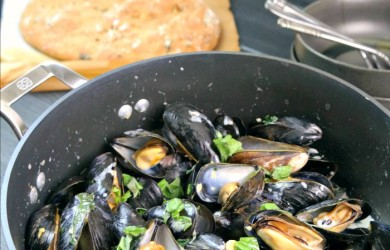 Coconut Lemongrass Mussels