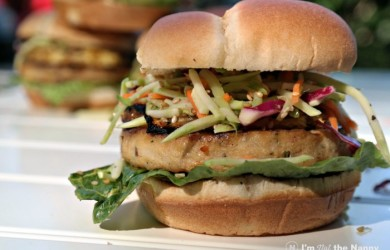 Fish burgers with grilled pineapple