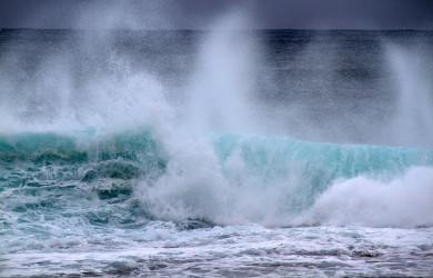 Waves by Tony Hisgett Creative Commons