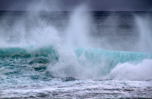Waves by Tony Hisgett Creative Commons