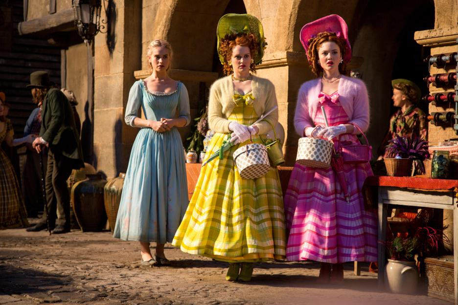 Cinderella and stepsisters in market