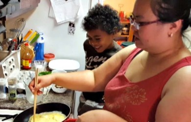 Making Omelet with Chopsticks Video (via I'm Not the Nanny)