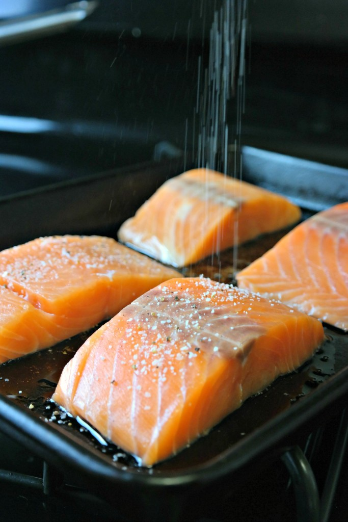 Seasoning salmon fillets