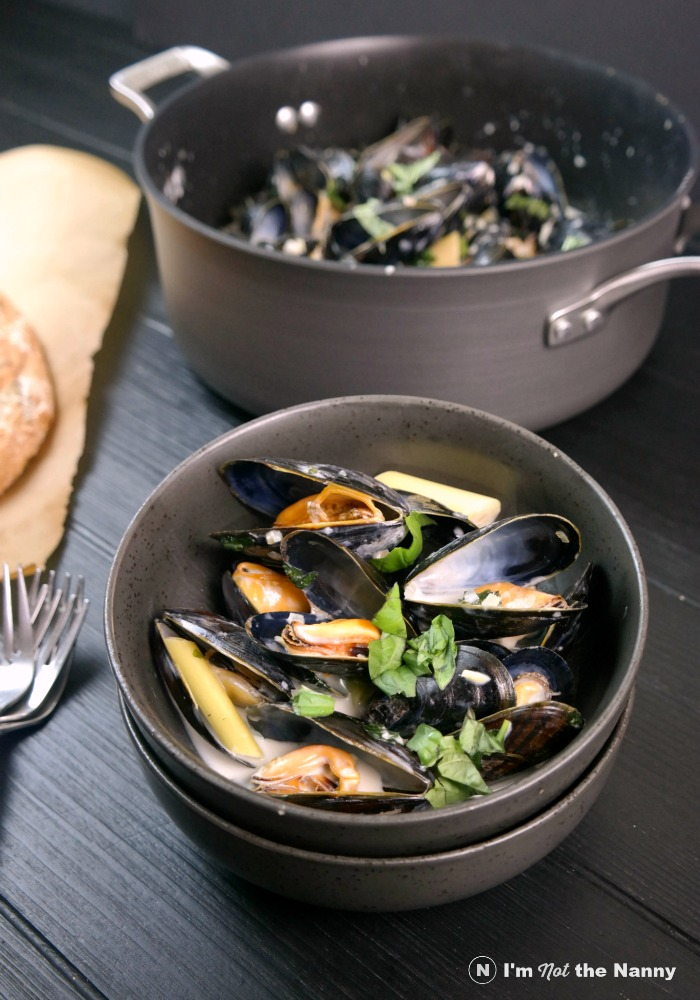 Coconut Lemongrass Mussels in bowl
